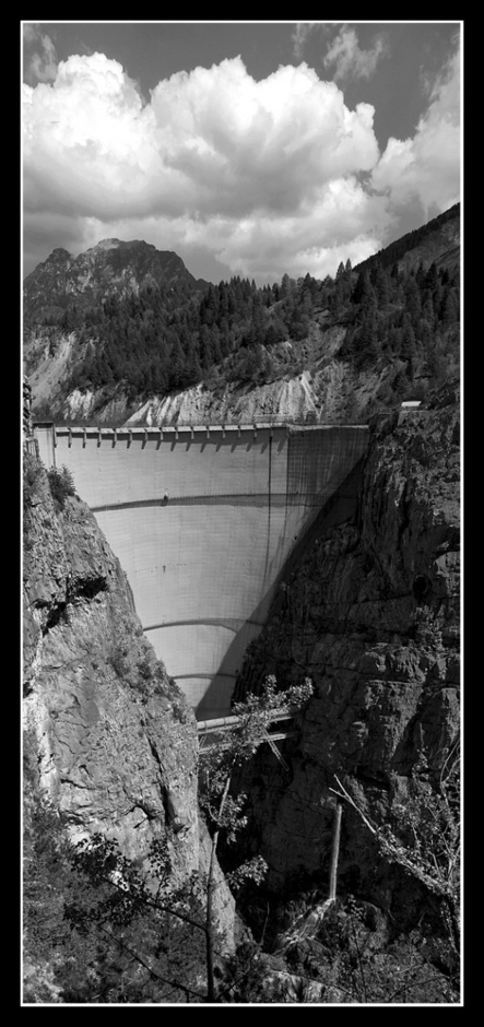 Vajont's dam 50 years later | SONY DT 16-105MM F/3.5-5.6 <br> Click image for more details, Click <b>X</b> on top right of image to close