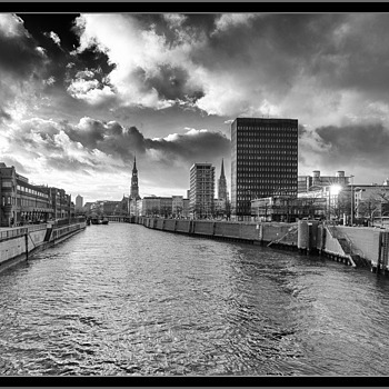 Hamburg HafenCity | LEICA TRI-ELMAR 16-18-21MM F4 ASPH <br> Click image for more details, Click <b>X</b> on top right of image to close